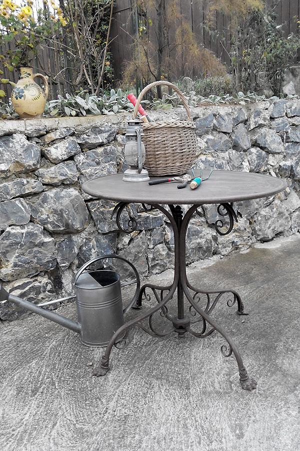 t80 table de jardin ronde pieds griffe. Black Bedroom Furniture Sets. Home Design Ideas